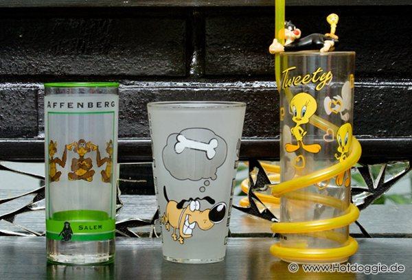 Affenbergi majmok, Vigyorgó kutya, Csőrike és Szilveszter poharak