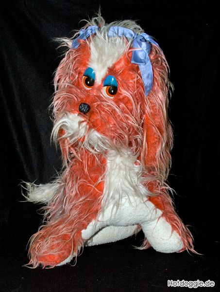 Kamilla a jó öreg piros kutya
